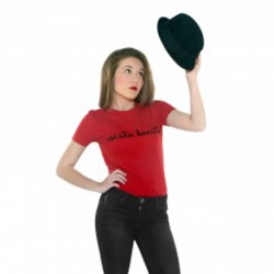 Camiseta manga corta roja letras de carita bonita negras